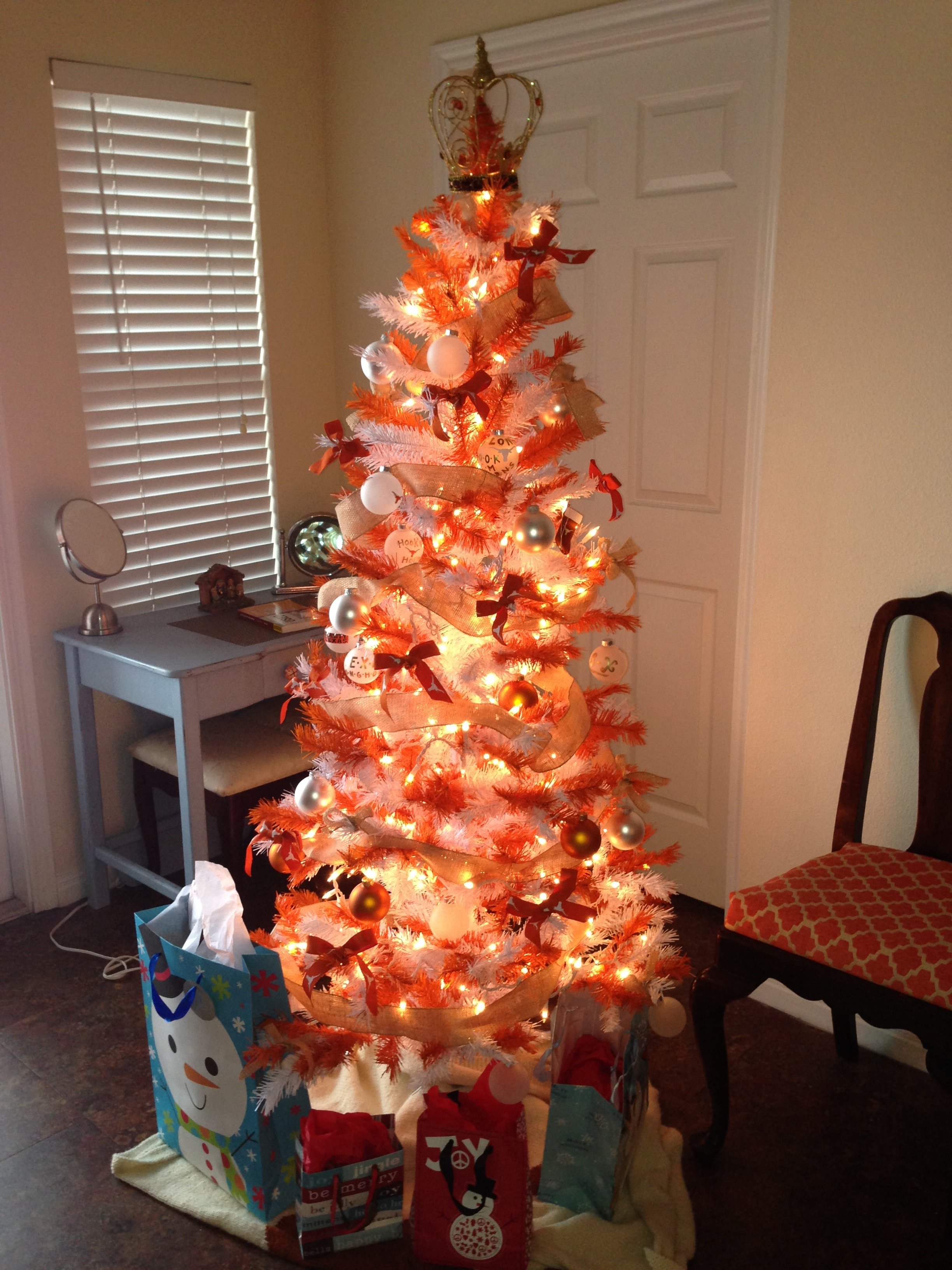 apt 410 is decorated for christmas we have a burnt orange christmas tree how amazing is that honestly though have you ever seen something so wonderful - Orange Christmas Decorations